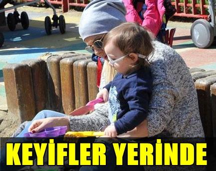 Torunu Aliyle Bebek Parkinda Görüntülenen Derya Baykalin Huzur