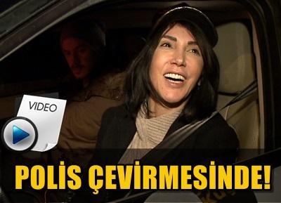 """HANDE YENER YİNE İDDİALI… """"BEN DOĞAL GÜZELİM!"""""""