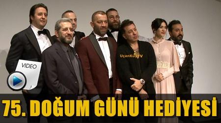 """SAVAŞ DİNÇEL'İN VEFALI ÖĞRENCİLERİ """"BABA SAHNE""""DE!.."""