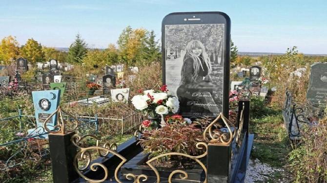 Rusya'da iPhone şeklinde mezar taşı yapıldı 51