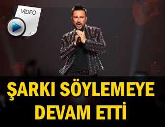 tarkan 39 in stuttgart konser nde ba ina gelen tal hs z olay. Black Bedroom Furniture Sets. Home Design Ideas