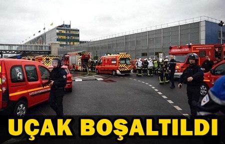 PARİS'TE HAVALİMANINDA BOMBA ALARMI!